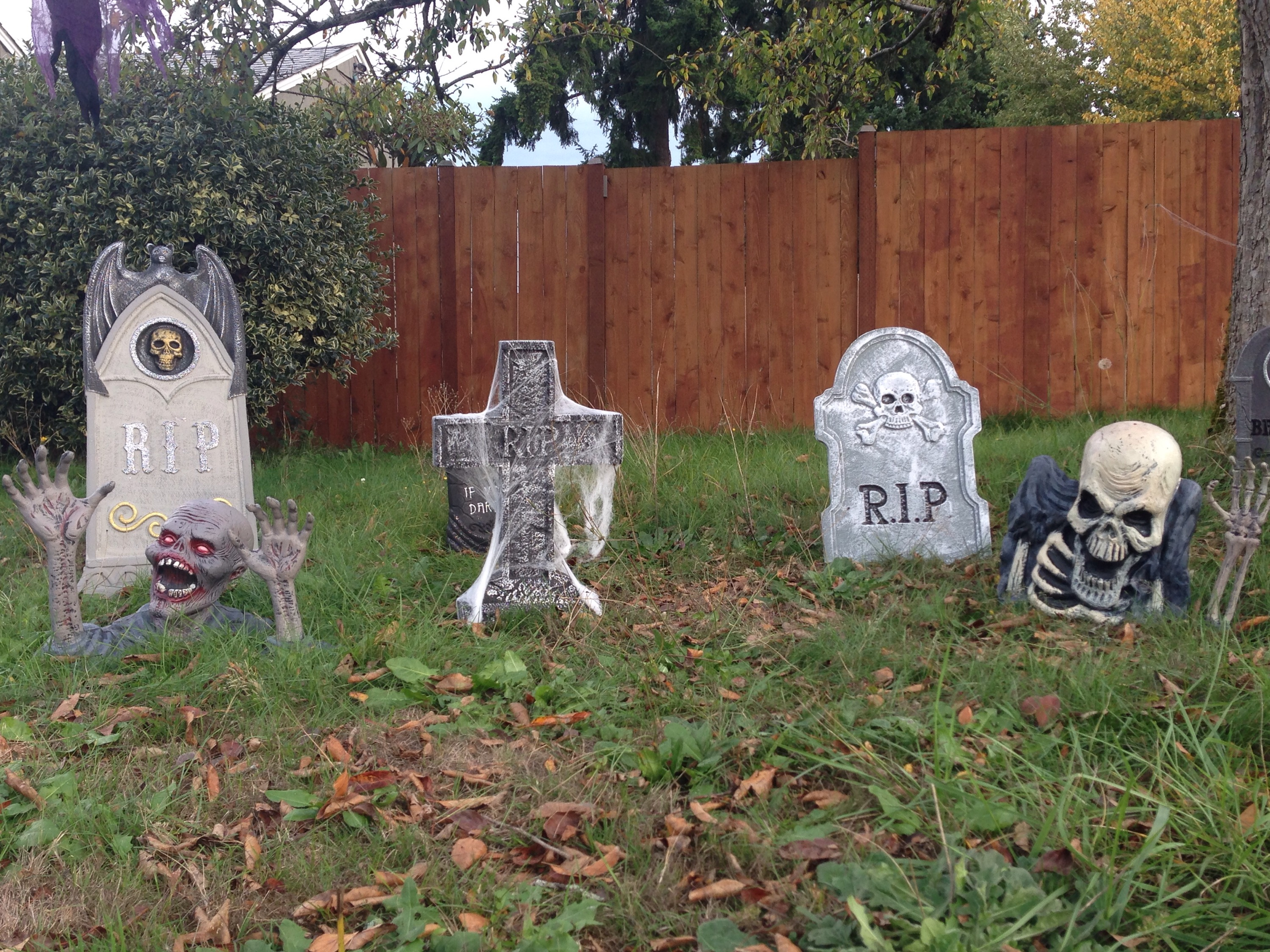 graveyard halloween ideas diy u2013 bulldogs and brown sugar - Cemetery Halloween Decorations